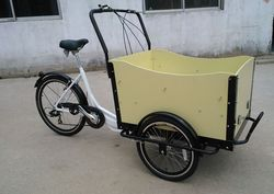 Cheap high quality manpower driving three wheel cargo tricycle with wood bakfiets
