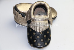 2015 new style black gold dots hot selling handmade genuine leather fringe tassels infant baby shoes moccasins