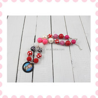 Alibaba china supplier large bead frozen plastic collar necklace