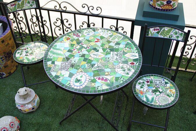 Fer forg et mosa que de c ramique table et chaises de for Table exterieur ceramique