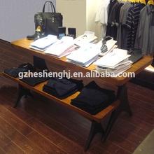 nombre de la tienda de ropa de madera mesa de exhibición para hombres ropa de pantalla
