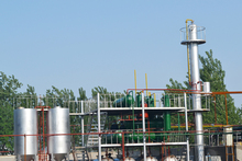Crude and pyrolysis oil distillation machine