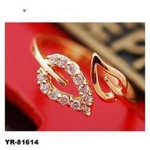 White Gold Wrap Style Leaf in Prong Round White Diamond Women's Ring