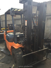 used 3 ton toyota forklift with 3 stage and very good condition