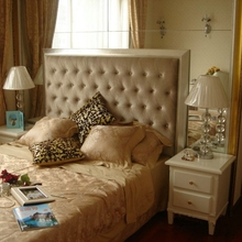 Hotel bedroom buttoned headboard double size bed with silver color leather
