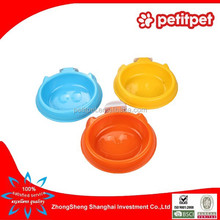 Colorful plastic pet bowl can be suspended