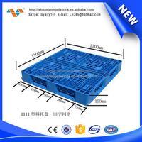 Low cost rackable plastic pallets