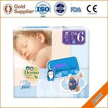 New born baby uso higiene del pañal del bebé