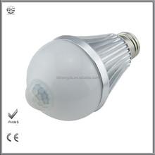 Vente chaude pur blanc ampoule led avec détecteur de mouvement