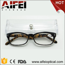 Female fashion reading glasses with pattern and pouch