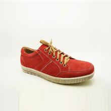 camoscio superiore focus abbigliamento scarpe casual uomini