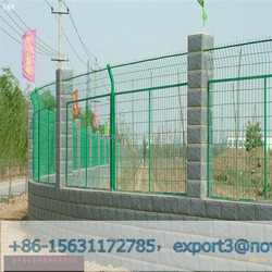 Frame welded fence applications in seasonal retail enclosures, special event fencing, dog runs, new home construction