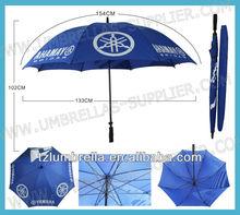 dos personas paraguas