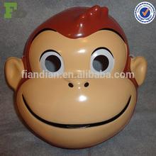 Curiosa máscara PVC por encargo de George el mono