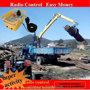 Mini grues connexion avec remorque bois grue hydraulique forêt grue LQ080A2 radio de contrôle à vendre