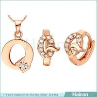 Significant good quality zirconia stones letter Q gold filled jewelry set