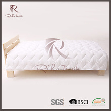 Alibaba new arrivals high-quality home textile,soft luxury hotel summer quilt