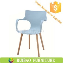 2015 New Products Light Blue Dining Room Chair Plastic Chair with Wooden Legs