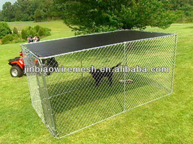 Grande canil feito por Chain link fence