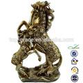 بوليريسين تمثال الحصان الذهبي