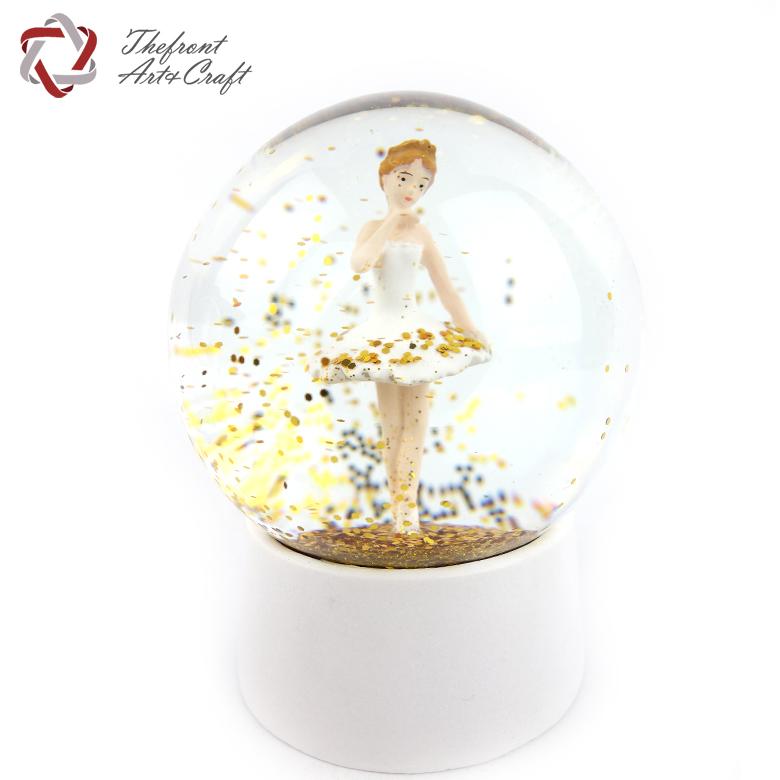 Precio barato personalizada bailarina del brillo globo de nieve