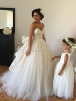 2015 Wedding Dresses with Detachable Train Sweetheart Beaded Bodice Spring Wedding Gowns Vintage Ball Gown with Veil Arm Bands H