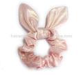baño de color rosa con scrunchie oreja de conejo de pelo brillante titular de elástico del pelo del lazo