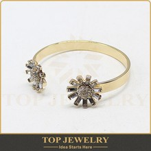 2015 new products, openable gold jewelry bangle, vintage flower charm at the two end of the bangle bracelet