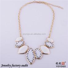 2014 Simple White Acrylic Plating Hula Necklace