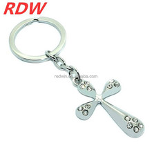 2015 RDW Yiwu jewelry factory make unique design crystal alloy cross keychain