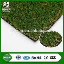 el paisaje de césped aftificial patio trasero poniendo la alfombra verde de la hierba