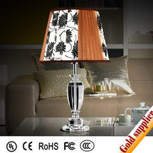 Delicate clear table and lamp combo