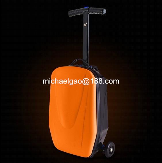 chine gros scooter sur la valise de transport