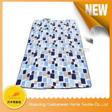Best selling China supplier Knitted travel blanket with pouch