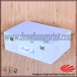 Sturdy cardboard carry case with plastic handle