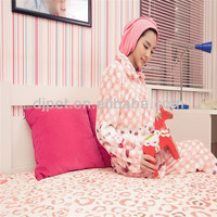 pink lips printed polyester flannel blanket