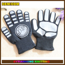 Chinese manufacturer slip-resistant silicone printed bear paw funny oven glove