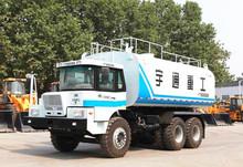 Camión de aspersión de agua mineral