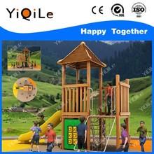 al aire libre de madera tobogán para los niños