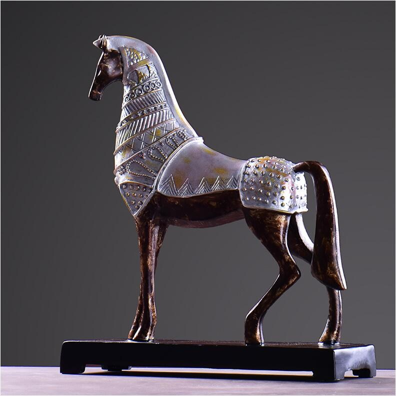 horse figurine 3