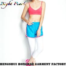 Girl`s pantalones cortos de deporte en tela de secado rápido