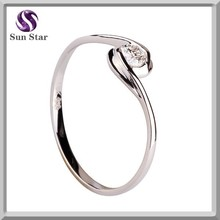 Rhodium plated S925 silver finger ring engraved clear zircon