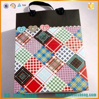 Custom high quality paper shopping cosmetic packaging bag with handle