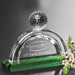 2015 Nice hot sale glass crystal awards plaque with green base & golf ball on top & customized logo as souvenir gifts
