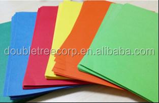 Caixa dos vestuários da placa de papel da camisa dos homens com o cartão frente e verso do cinza da parte traseira do cinza da placa