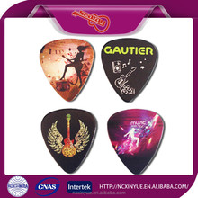 2015 New Fashion Colorful Guitar Picks And Wood Music Toy