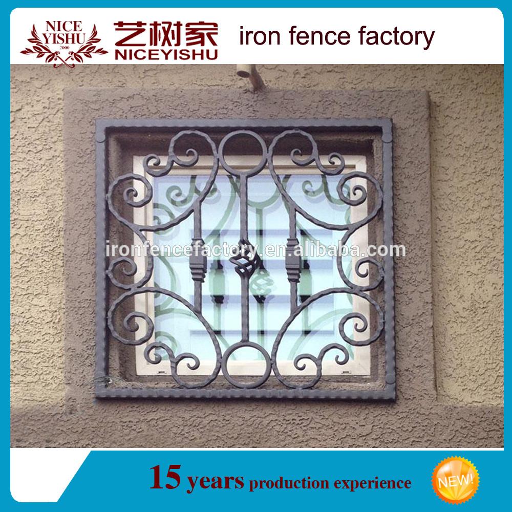 Maison plat top forg fer fen tre grill design pour la for Fenetre a fer maille et verre dormant