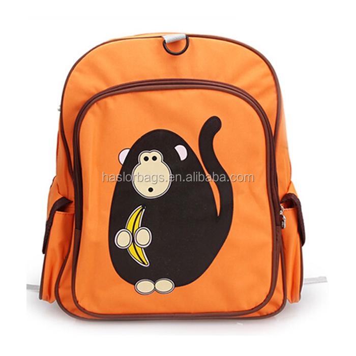 Mignon sac d'école de l'école maternelle