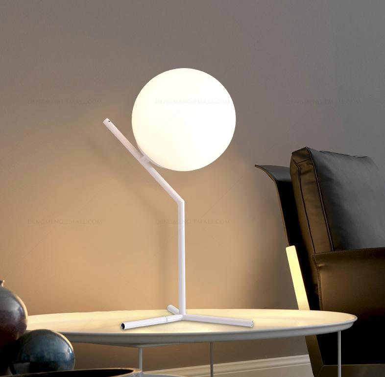 moderne creative boule blanche en verre lampes de table pour chevet chambre tude bureau. Black Bedroom Furniture Sets. Home Design Ideas