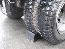 Heave duty rubber wheel chocks